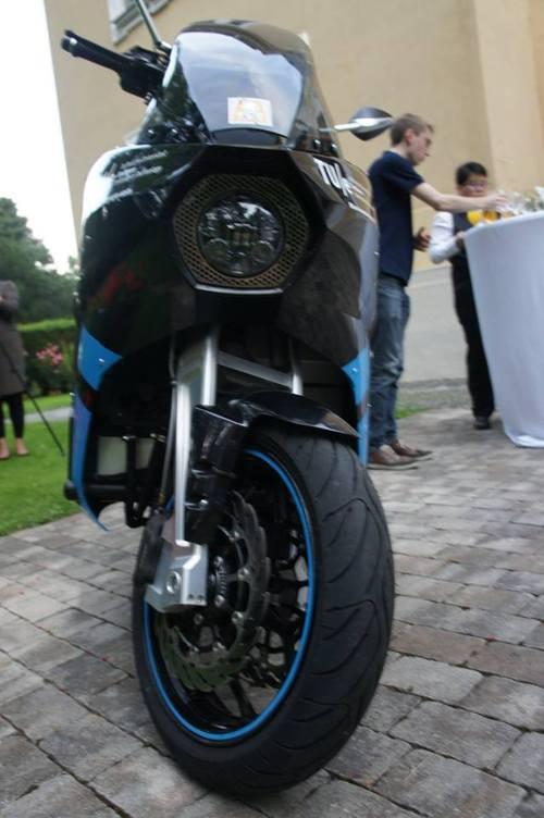 storm wave mit dem elektro touren motorrad auf weltweiter mission. Black Bedroom Furniture Sets. Home Design Ideas